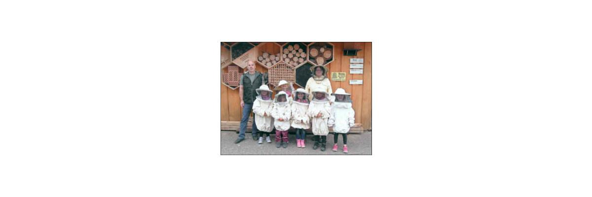 Vorschulkinder besuchten den Imker Thomas Hans - Besuch beim Imker Thomas Hans