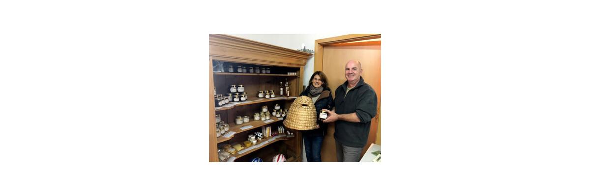 SWR1 Reporterin Anke Müller widmet sich dem Mythos Honig - Kochen und Backen mit Honig